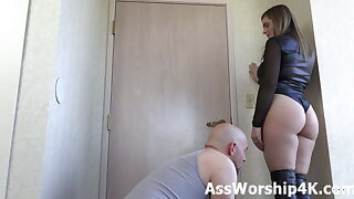 Cuckold worships Kendra Lynn's ass